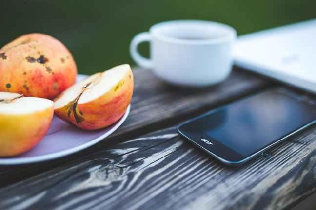 coffee-smartphone-working-technology
